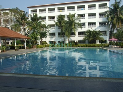 large communal pool vacation condo in jomtien residential location