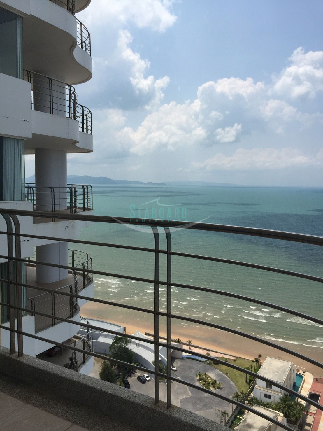 la royale beachfront condominium for rent in na jomtien til leie I Na Jomtien Pattaya