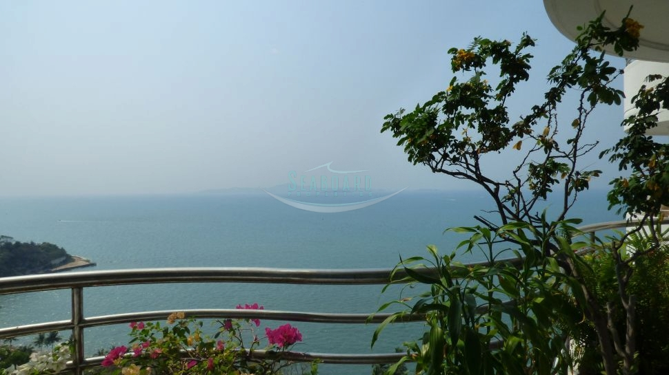 luxurious seaview condo for sale in Naklua Pattaya