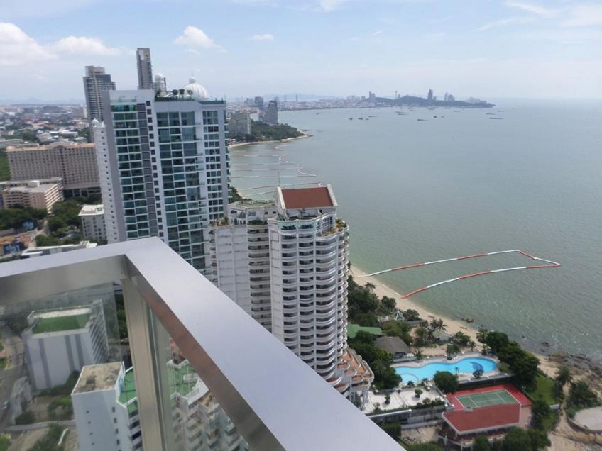 the palm beachfront condominium for sale in wongamat for sale in Wong Amat Pattaya