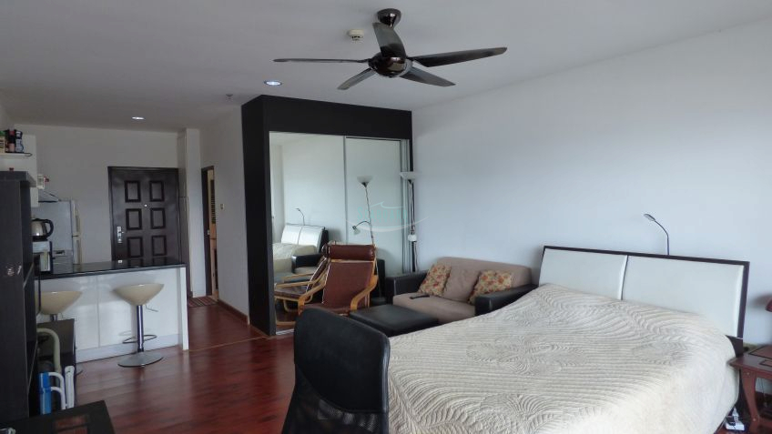 pic-4-Seaboard Properties Co. Ltd. view talay 7 beachfront condominium for sale and for rent in jomtien   for sale in Jomtien Pattaya