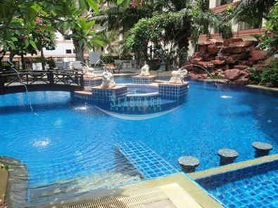 communal pool condominium for rent near beach north pattaya holiday vacation real estate